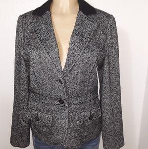 CAbI size (8) 88% Wool Blazer